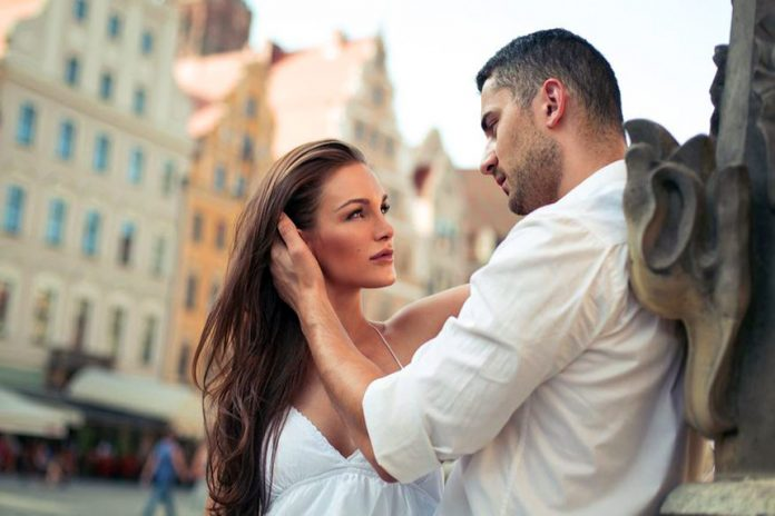 Smart ways to Use Body Language to Flirt with a Guy